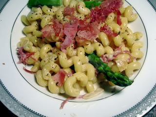 Pasta with Asparagus and Prosciutto in Cream Sauce