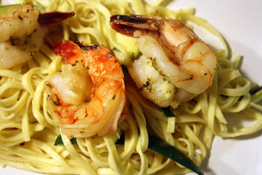shrimp scampi over linguini with zuchinni.JPG