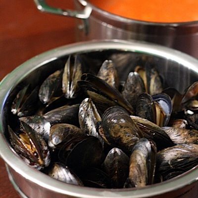 Mussels with Saffron Tomato Sauce