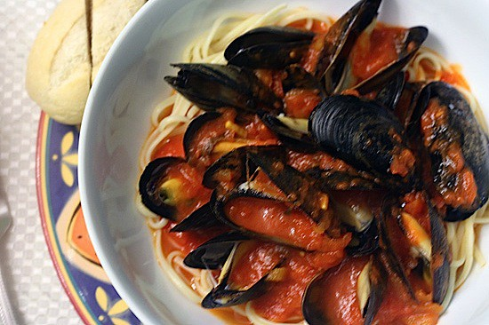 mussels in saffron tomato sauce