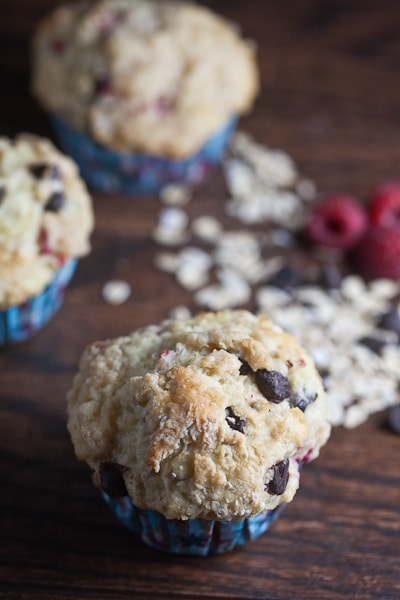 healthy-delicious_bakery style raspberry chocolate muffins-2