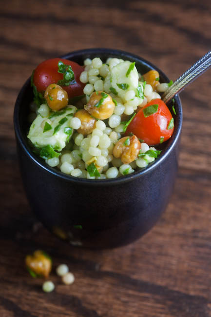 Italian couscous salad with toasted chickpeas | healthy-delicious.com