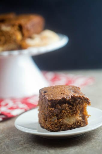 apple gingerbread | @HealthyDelish
