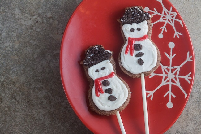 cookies and cream snowman cookie pops by @healthydelish