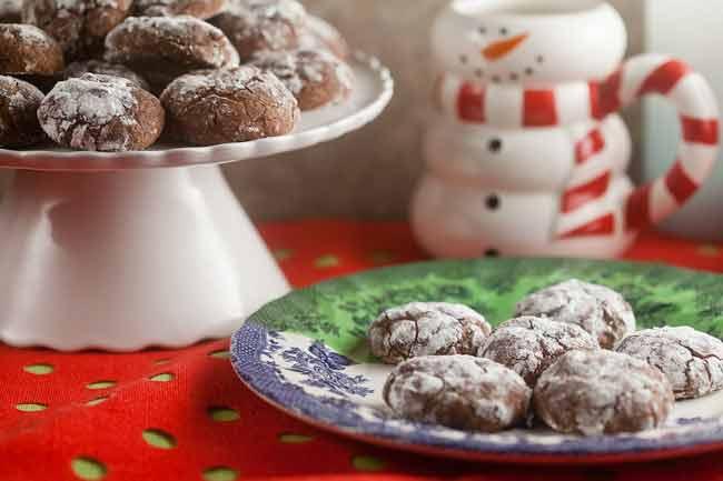 Cinnamon Chipotle Crinkle Cookies from @HealthyDelish