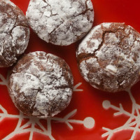 Cinnamon Chipotle Crinkle Cookies from @HealthyDelish