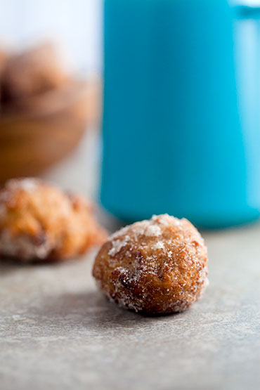 Spiced Banana Donut Holes | @HealthyDelish