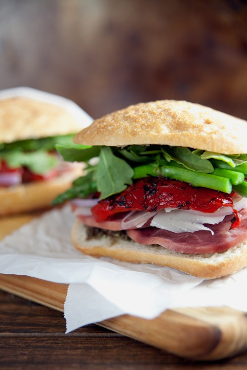 Ham and Asparagus Picnic Sandwiches // @HealthyDelish