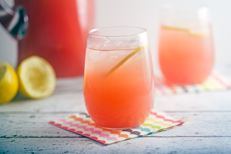 Sparkling Watermelon Lemonade // @HealthyDelish