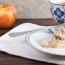Apple Crumb Cake // @HealthyDelish