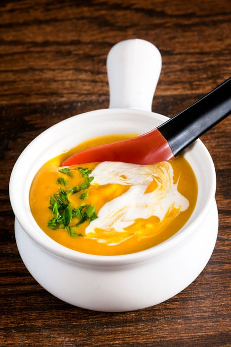 Curried Butternut Squash Bisque with Cashew Cream (Vegan)// @HealthyDelish