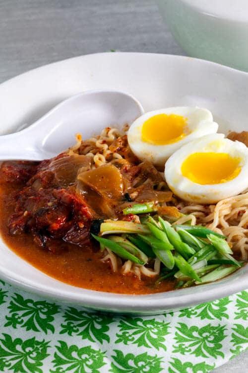 Easy Kimchi Ramen via @HealthyDelish