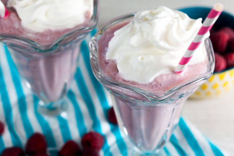How to make dairy free earl grey raspberry milkshakes. These are the BEST!