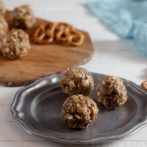 No-Bake Peanut Butter, Pretzel, and Chocolate Chip Energy Bites