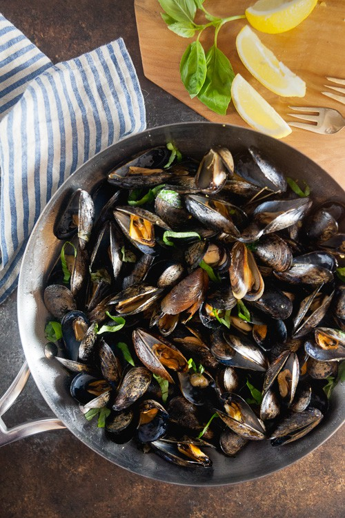 Mussels in Basil Butter Sauce // Date Night Recipe for 2