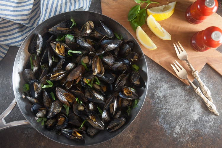 Mussels with Basil-Butter Sauce // Date Night Recipe for 2