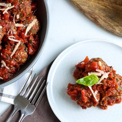 Slow Cooker Meatballs in Homemade Tomato Basil Sauce